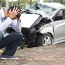 事故を起こしたら、まず保険会社に連絡するんじゃないの?